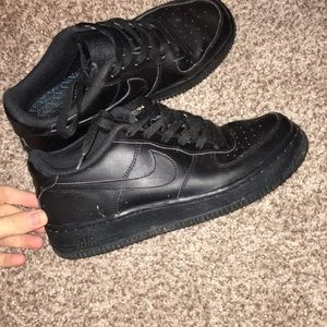 Black NIKE Air Force 1